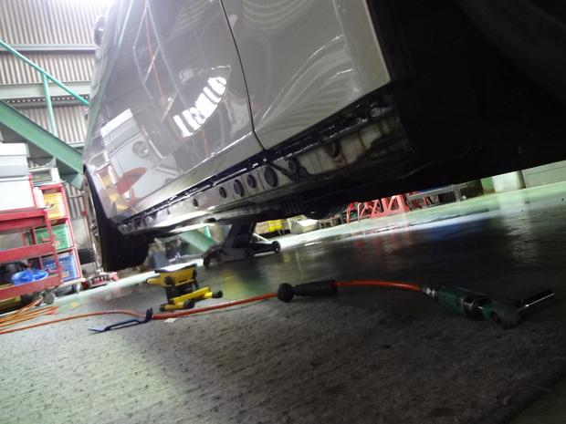 サイドステップ取り付け_BMW320i(ABA-KA44)_4.JPG