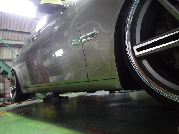 サイドステップ取り付け_BMW320i(ABA-KA44)_3.JPG
