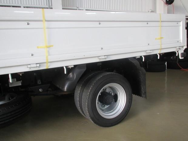 トラック荷台ロープ通し穴 (1).JPG