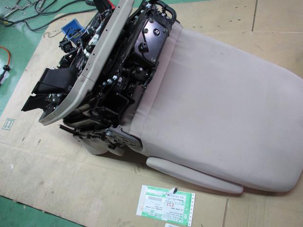 回転リフトアップシート取付(MPV) (6).JPG